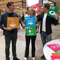 SSE students holding different SDGs
